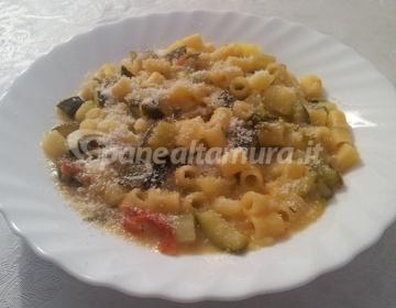 Ricetta pasta patate e zucchina