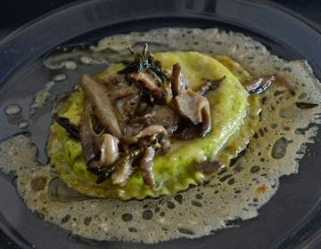 Ricetta Tortelli di provola affumicata con astice e lime, passatina di fagioli bianchi estivo e mentuccia